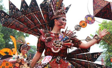 Sarung Batik Pekalongan unik kirab budaya festival sarung batik di pekalongan