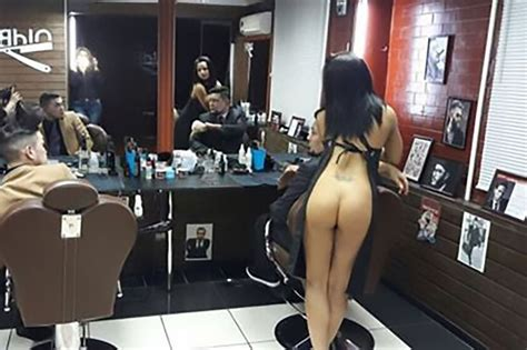 salon potong rambut dengan penata rambut setengah