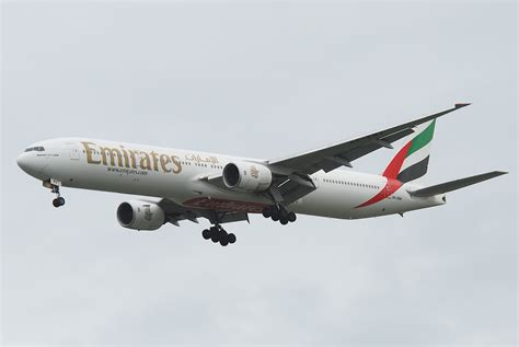 emirates airline wikipedia oukas info file emirates boeing 777 300 a6 emv bkk 30 07 2011 613bz