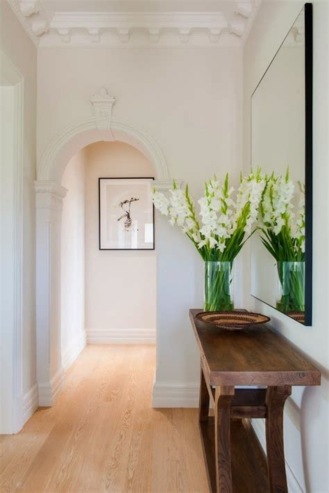 How To Make A Small Kitchen Look Larger - 10 easy tips to make your hallway look bigger