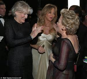 goldie hawn bette midler jokingly wrestles lupita nyong o for