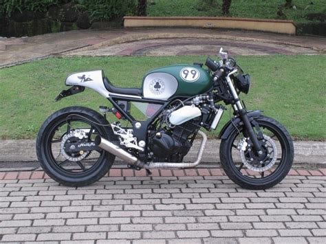 garage moto kawasaki this used to be a 250 cafe racers