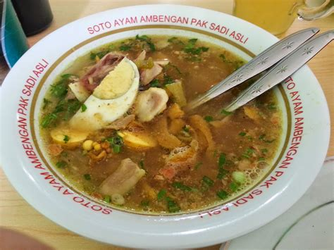 buat soto ayam surabaya 7 tempat makan soto yang enak banget di jakarta