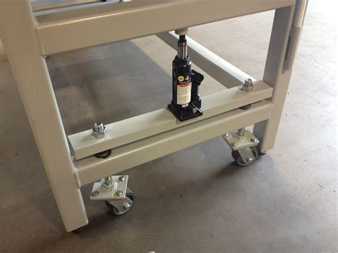 heavy duty work bench with retractable wheels