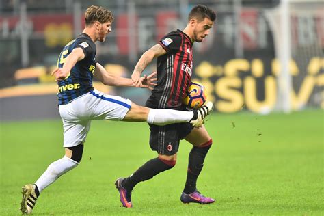 Termos Saring Inter Milan ac milan 2 2 inter city rivals points in a breathtaking battle sempremilancom