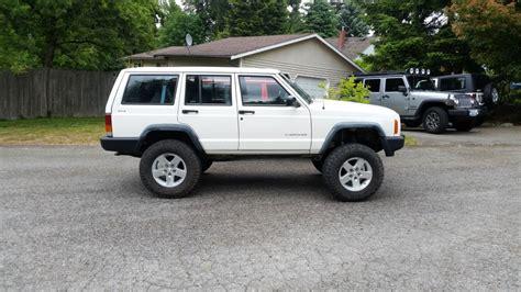 lifted jeep cherokees lifted xj cherokees the jeep xj