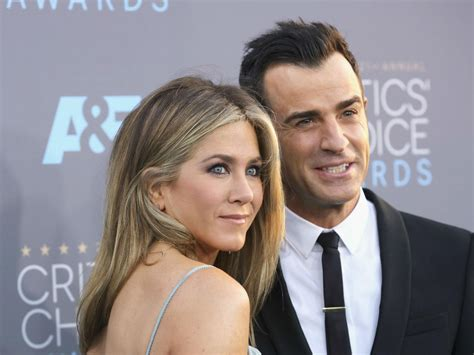 what is the formula to get jennifer anistons hair color justin theroux praises badass wife jennifer aniston