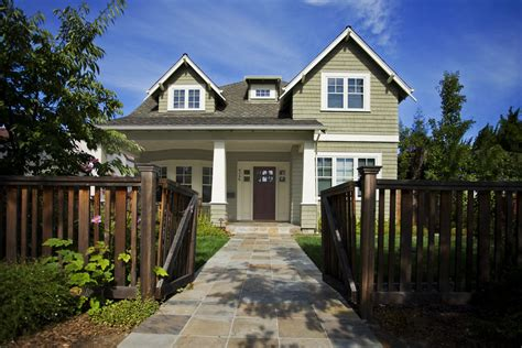 craftsman style doors Exterior Craftsman with bay window columns corbel beeyoutifullife.com