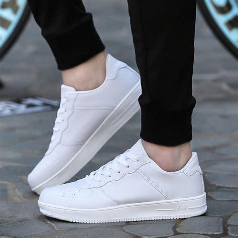 Sneaker Tinggi fall wardrobe essentials to get this season hirerush