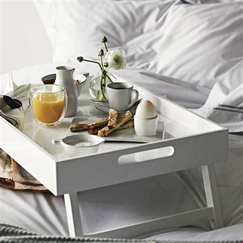 fare a letto 8 vassoi di stile per fare colazione a letto design mag