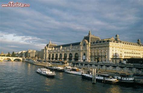 bateau mouche orsay museo d orsay visto dal bateaux mouches foto parigi