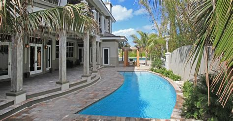 bedroom luxury canal front property  sale  fort bay  providence  bahamas