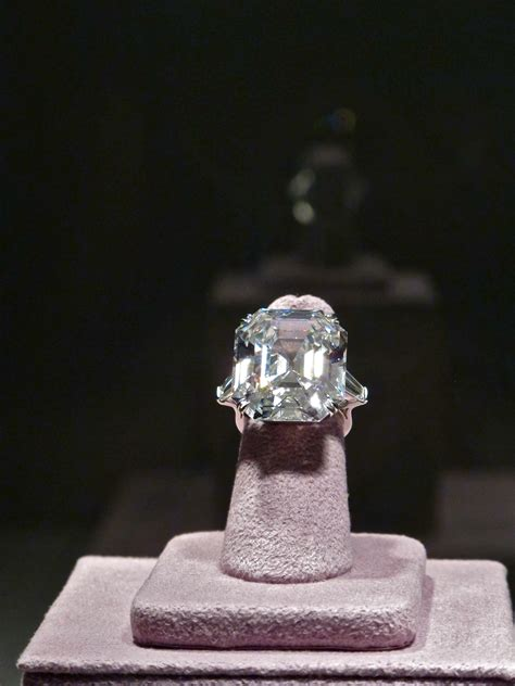 Silver Lining Luncheon: Elizabeth Taylor's Legendary Jewels Go to Auction   The Silver Pen