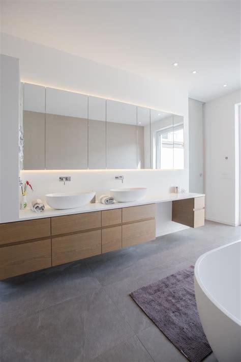 badezimmer waschtisch waschtisch mit indirekt beleuchtetem spiegelschrank