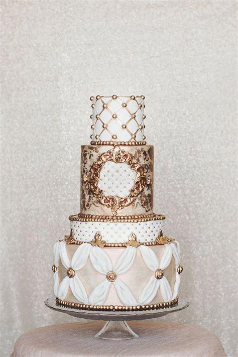Hochzeitstorte Gold Wei by Hochzeitstorte Wei 223 Gold Suche Wedding