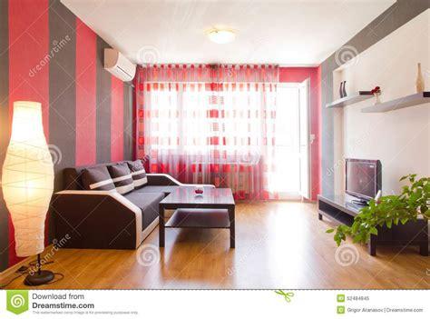 Red Dining Room Walls Sala De Estar Con Las Paredes Rayadas Negras Y Rojas