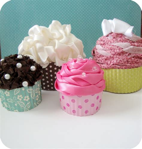 How To Make Cupcake Boxes Out Of Paper - cupcake gift box wilton 415 0740 2 pack 6 cavity cupcake