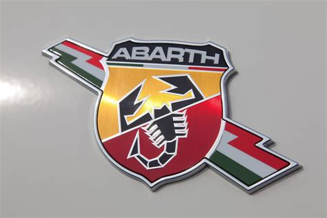 uautoknow info gennews abarth unleashes hi po 500c