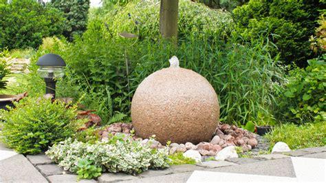 fuentes patio fuentes para patios equilibrio y frescor westwing