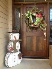 schneemann dekoration gartendeko aus holz zu weihnachten selber machen