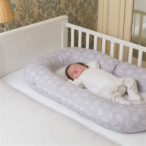 pillow for baby to sleep in bed clevamama mum2me maternity pillow sleep pod