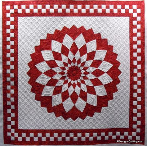 and white dahlia quilt by janann quilted by