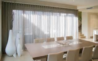 wohnzimmer gardinen modern moderne gardinen und vorh 228 nge aus leinenstoffen 30 ideen