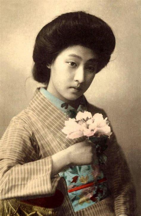beautiful portraits   popular tokyo geisha   years  vintage everyday