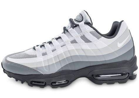Nike Air Max 5 0 nike air max 95 ultra essential blanche et grise