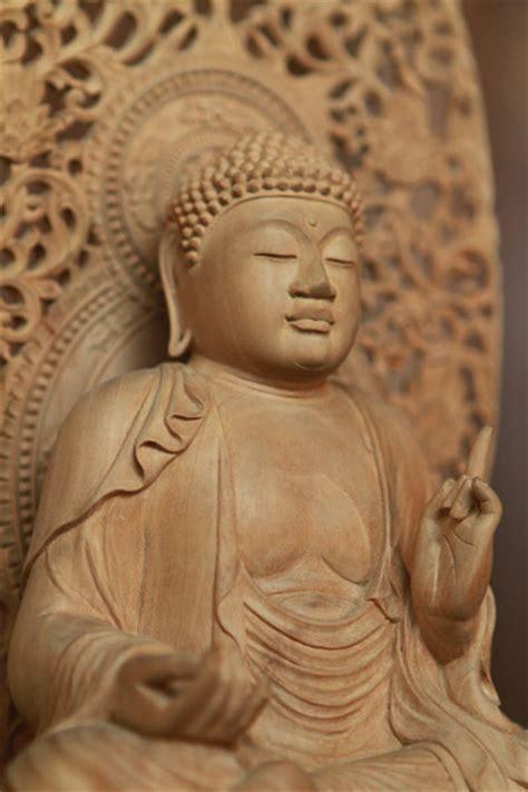 Satu Buddha patung budha sebgai salah satu hasil karya kerjinan bali handicraft khas bali