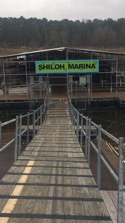 greers ferry boat rental shiloh s main walkway picture of shiloh marina boat