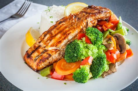 vegetables that go with salmon grilled salmon with steamed vegetables and white rice yelp