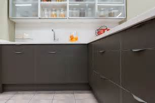 Paint Color Ideas For Kitchen With Oak Cabinets noma el tirador con forma de ola noma the wave shaped