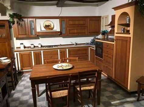 cucina ciliegio cucina ad angolo in legno di ciliegio scontata cucine a
