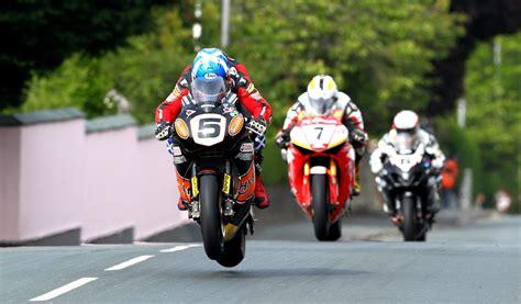 E Motorrad Rennen by The Isle Of Man Tt Is The Most Insane Motorcycle Road Race