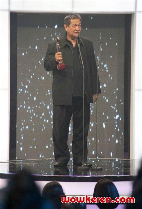 foto anugrah piala citra ffi 2011 foto 10 dari 23 foto deddy mizwar dengan piala vidia ffi 2011 foto 26