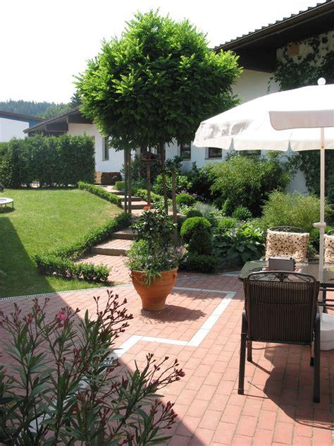 terrasse bepflanzen terrassen sitzplaetze holz gartengestaltung gartenbau