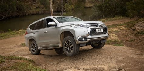 2016 Toyota Fortuner 2 4 Vrz Wagon what is the difference between 2wd 4wd and 4wd with