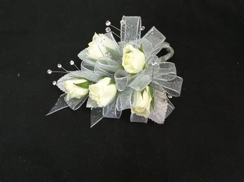 Hochzeit Corsage by Corsages And Boutonnieres For Proms Weddings Special