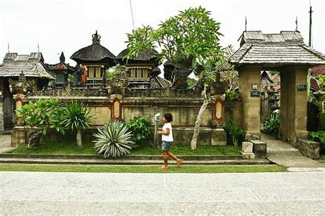 Lu Tembak Rumah budaya bali angkul angkul atau gerbang rumah adat bali