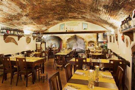 10 Of The Greatest Restaurants In Siena, Italy
