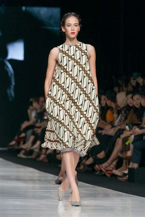 Moda Batik Dress Biru jakarta fashion week 2014 edward hutabarat the actual