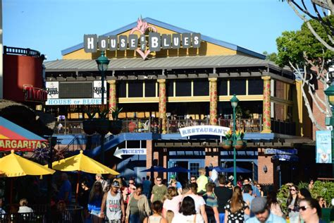 Anaheim Garden Walk Restaurants by Anaheim House Of Blues Plans Move To Gardenwalk