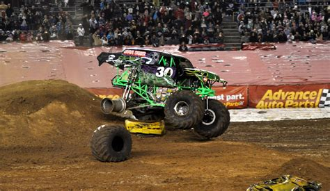 monster truck crash videos pin monster trucks crashes videos on pinterest