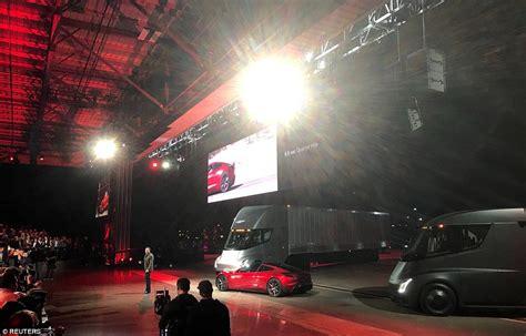elon musk big battery elon musk reveals superfast 200 000 tesla roadster