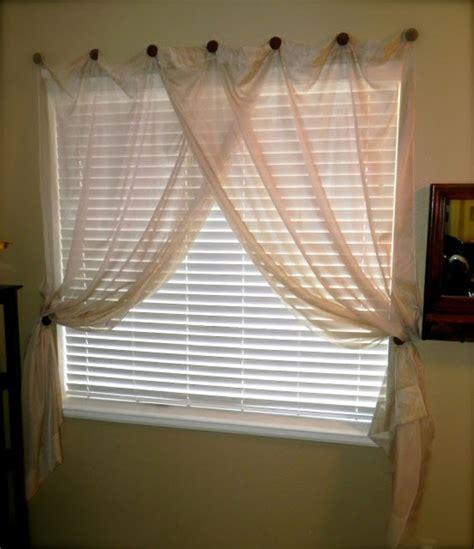 kleines badezimmerfenster 25 moderne gardinen ideen f 252 r ihr zuhause archzine net