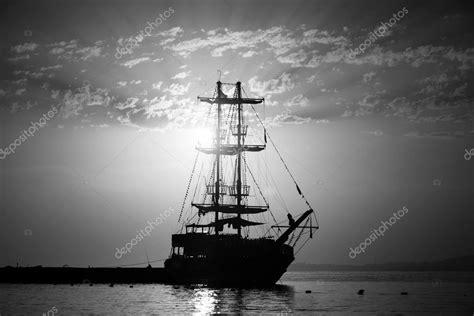 imagenes en blanco y negro de barcos buenas noches barco de vela en la bah 237 a blanco y negro