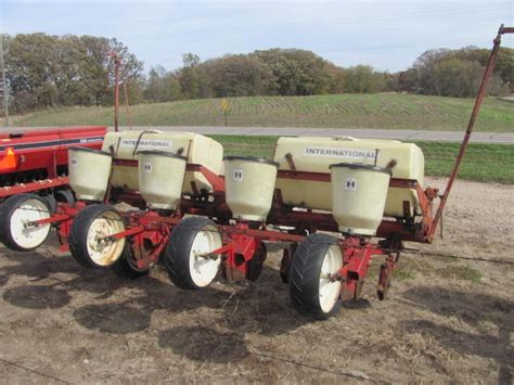 Ih 56 Planter by Roers Equipment Inc