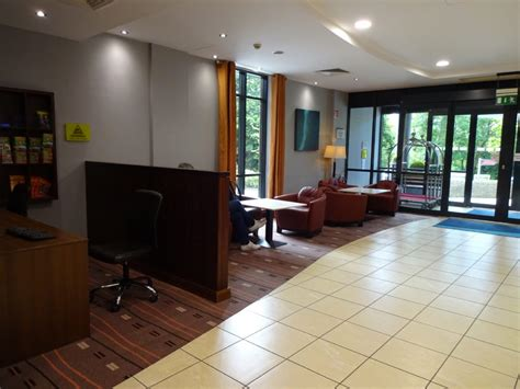 hotel review inn express dublin airport live