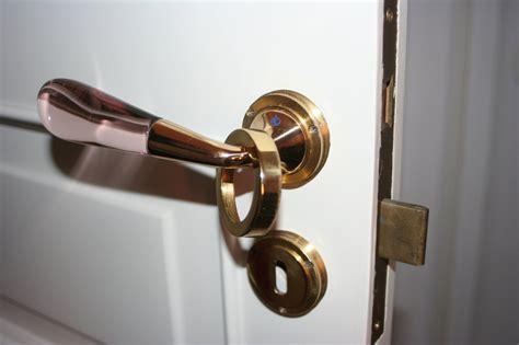 aprire serratura porta interna cambiare la serratura ad incasso di una porta interna
